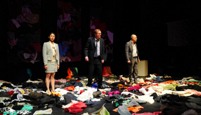 """Je ne vois que la rage de ceux qui n'ont plus rien. La pièce de théâtre, """"Des Robes sous mes pieds"""" de Christophe Martin."""
